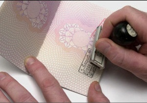 Українська служба Бі-бі-сі: Тисячі на Буковині мають румунські паспорти