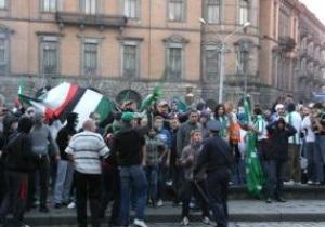 Во Львове произошла стычка между фанатами Карпат и Боруссии