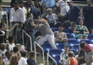 Болельщики устроили драку на матче Джоковича