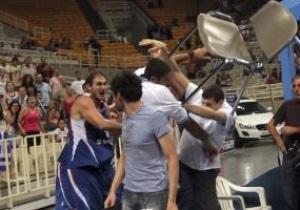 Грецька поліція заарештувала баскетболіста-метальника стільців