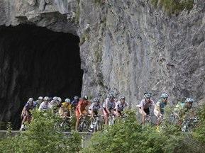 Стадо овец преградило путь велогонщикам на Тур де Франс