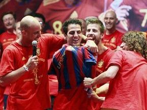 Сеска насильно одягнули у футболку Барселони