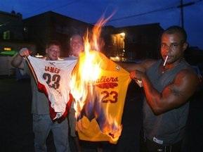 Болельщики Кливленда сожгли футболку ЛеБрона Джеймса