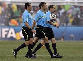 Бригада арбитров матча Англия - Германия покинула стадион под охраной