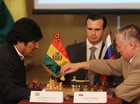 Президент Болівії зіграв внічию з Анатолієм Карповим