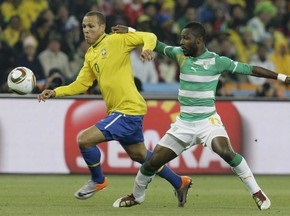 Бразилия побеждает Кот д Ивуар, теряет Элано и Кака