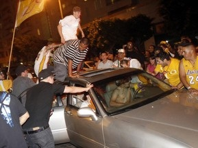 Полиция арестовала 40 фанатов Лос-Анджелес Лейкерс