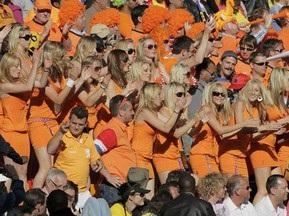 Голландских болельщиц в ЮАР задержали из-за мини-юбок