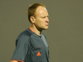 Украинского футбольного арбитра подозревают в получении взятки