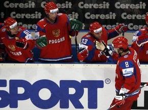 ЧС з хокею: Росіяни обіграли господарів чемпіонату, Швейцарія перемогла чехів