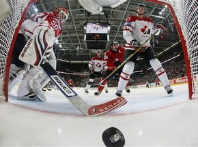 ЧМ: Швейцарцы сенсационно разгромили канадцев, сборная Финляндии выбила команду США