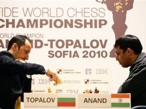 Шахматы: Топалов повел в матче с Анандом