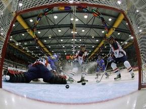 Хоккей: Украина уверенно обыграла хозяев турнира