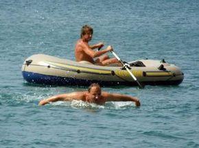 В Севастополе спортсмены проплыли километр при температуре воды 9 градусов