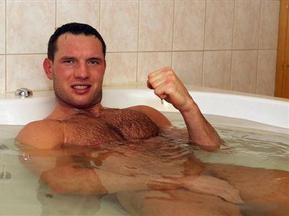 Суперника Кличка застали голим у ванній