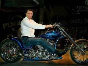 Віталій Кличко подарував братові мотоцикл