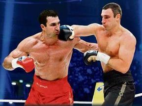 Виталий Кличко нокаутировал брата в симулированном поединке