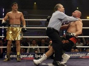Марко Хук відправив Річардса в нокдаун у третьому раунді