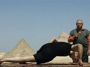 Єгиптянин встановив світовий рекорд з віджимання на двох пальцях