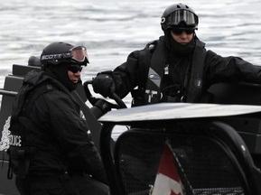 Полиция обыскивает Олимпийскую деревню