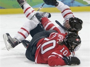 Хоккей: Сборная Канады уверенно одолела швейцарок