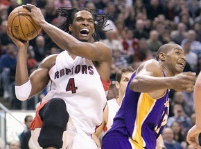 NBA: Динозавры дали бой Чемпионам