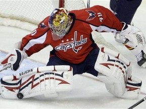 NHL: Варламов может пропустить пять матчей из-за травмы