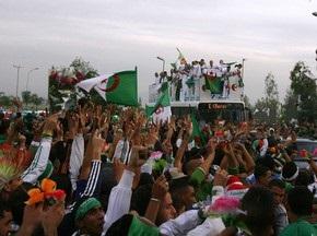 Каддафи попытается уладить футбольный конфликт Алжира и Египта
