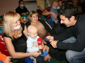 Фотогалерея: Луиш Фигу подарил украинским детям радость