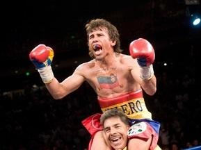Чемпион мира по боксу и его семья отвергли обвинения в домашнем насилии