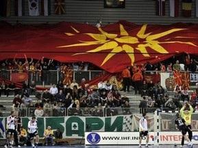 Футбольные фанаты в Косово сожгли флаг Македонии