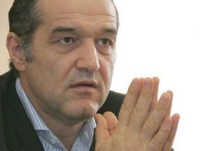 Президент Стяуа уволил тренера, не пустившего его в раздевалку