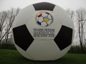 УЕФА запретила выпуск сувениров с логотипом Евро-2012 до лета 2010 года