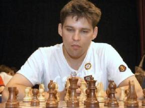 Пьяный шахматист уснул во время своей партии