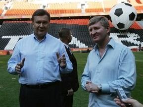 Янукович поблагодарил Ахметова за Донбасс-Арену