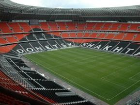 На Донбас-Арені завершують монтаж світлової апаратури