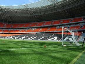 Фотогалерея: Донбасс-Арена. Тонкая белая линия