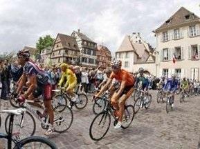 Глядачка Тур Де Франс загинула під колесами поліцейського мотоцикла