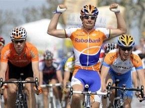 Учасників Тур Де Франс обстріляли з повітря