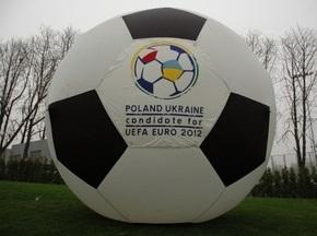 Прем єр-міністр Польщі приїде в Україну обговорити підготовку до Євро-2012
