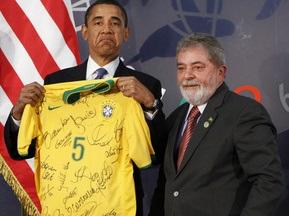 Обама подарували майку збірної Бразилії з футболу