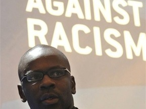 УЄФА дозволив рефері зупиняти матч через прояви расизму