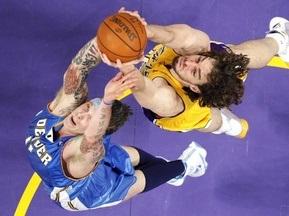 NBA: Лейкерс вырывают победу у Денвера