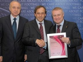 Украина получила шесть звезд за массовый футбол