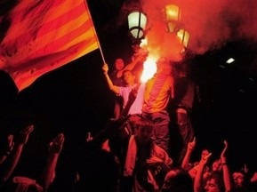 Фанаты Барселоны и Атлетика освистали гимн Испании