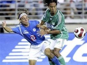 Уболівальники завдали ушкоджень колумбійському футболістові