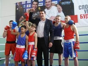 Володимир Кличко відкрив боксерський зал у своєму рідному університеті