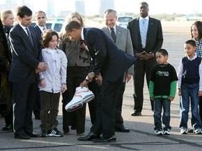 Шакил О Нил подарил Обаме кроссовок