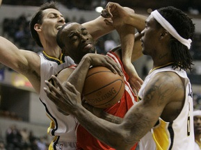 NBA: Інохідці затоптали Ракетників