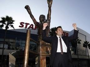 Оскар Де Ла Хойя відкрив собі пам ятник